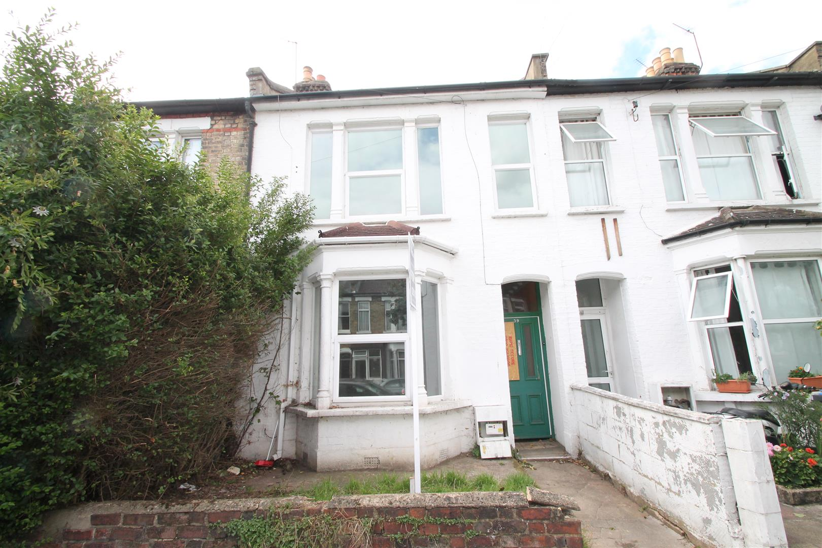 3 Bedrooms Terraced House for sale in Russell Road, Palmers Green, London N13